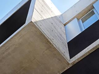Caja voladora: Casas de estilo  por F2M Arquitectos