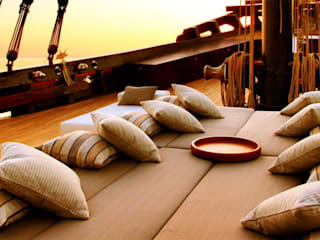 Front Deck Daybed: asian Yachts & jets by Deirdre Renniers Interior Design