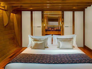 Guest Cabin: asian Yachts & jets by Deirdre Renniers Interior Design