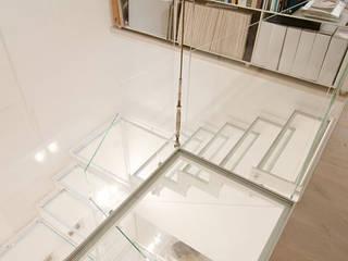 Hành lang, sảnh & cầu thang phong cách hiện đại bởi Ni.va. Srl Hiện đại