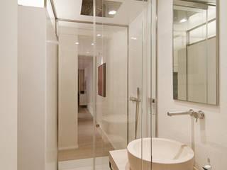 Baños modernos de Ni.va. Srl Moderno