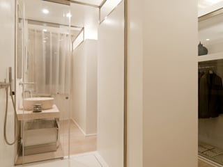 Phòng tắm phong cách hiện đại bởi Ni.va. Srl Hiện đại