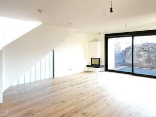Wohnhaus MT - Neubau eines Einfamilienhauses mit Carport Architekturbüro Schumann Moderne Wohnzimmer