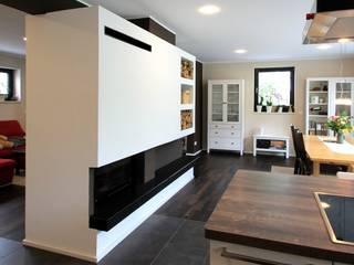 Wohnhaus M - Sanierung eines Einfamilienhauses:  Esszimmer von Architekturbüro Schumann