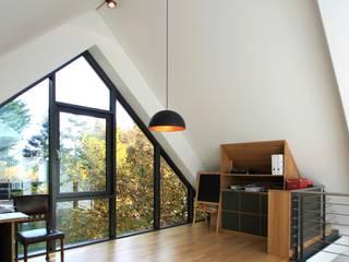 Wohnhaus L - Erweiterung eines Einfamilienhauses:  Arbeitszimmer von Architekturbüro Schumann