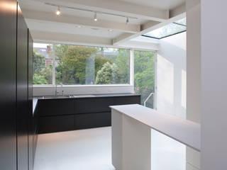 Dudley Road in Manchester Moderne keukens van Studio Maurice Shapero Modern