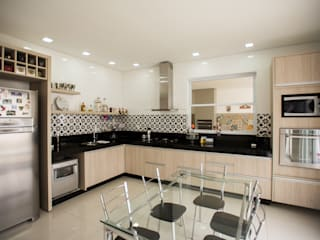 Modern kitchen by L2 Arquitetura Modern