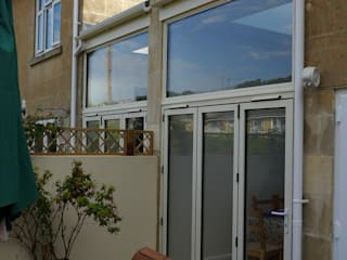 Side return extensions Style Within Modern conservatory Aluminium/Zinc White