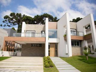 Casas de estilo  por Sakaguti Arquitetos Associados