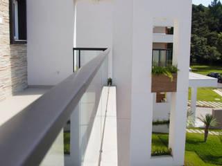 Residência A.K.: Casas  por Sakaguti Arquitetos Associados
