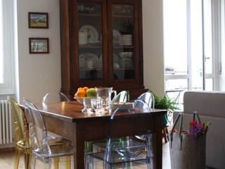 casa dei colori: Sala da pranzo in stile  di studio ferlazzo natoli