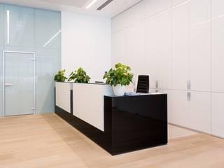 представительский офис в пентхаузе Офисные помещения в стиле модерн от ARK BURO Модерн