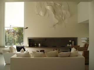 Casa AM Racionalista en Nordelta: Livings de estilo  por Estudio Medan Arquitectos