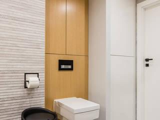 Dwupoziomowe mieszkanie w stylu skandynawskim Skandynawska łazienka od ZAWICKA-ID Projektowanie wnętrz Skandynawski