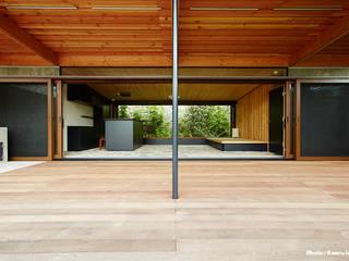 すわ製作所 Eclectic style balcony, veranda & terrace
