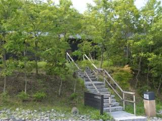 アプローチ: 株式会社 多々良造園が手掛けた庭です。
