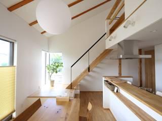 T邸ー屋根窓の家: C-design吉内建築アトリエが手掛けたダイニングです。