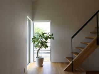 C-design吉内建築アトリエ Scandinavian corridor, hallway & stairs