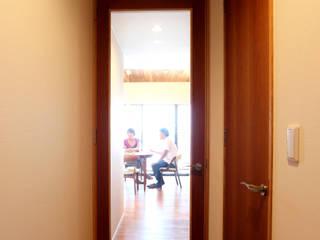 Scandinavische ramen & deuren van C-design吉内建築アトリエ Scandinavisch