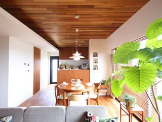 H邸ーFlat design 2: C-design吉内建築アトリエが手掛けたダイニングです。