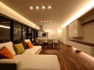 Ruang Keluarga by C-design吉内建築アトリエ