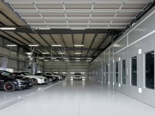 ボックス・ファクトリー: 株式会社Fit建築設計事務所が手掛けた自動車ディーラーです。,モダン 金属