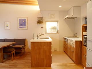 株式会社Fit建築設計事務所 Modern style kitchen Wood White