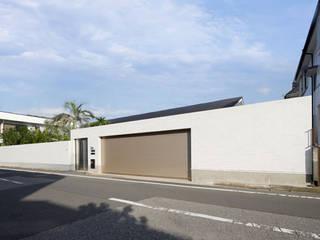 庭と瓦屋根の平屋 モダンな 家 の 株式会社Fit建築設計事務所 モダン