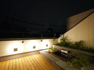 立体的につながる京町家: 株式会社Fit建築設計事務所が手掛けたテラス・ベランダです。