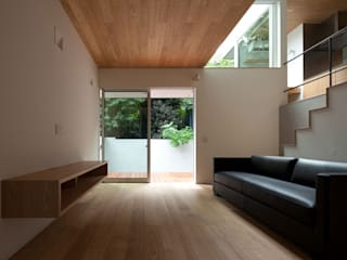 スキップフロアの家: 株式会社Fit建築設計事務所が手掛けたリビングです。