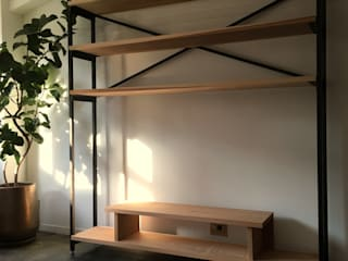 TV shelf (Custom-made): ROIRO (ANGRAPH Co.,Ltd.)が手掛けたです。