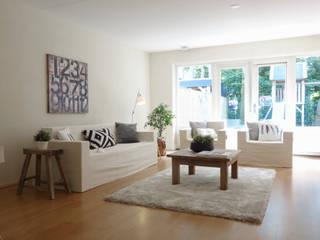 Woning na verkoopstyling met CUBIQZ kartonnen meubelen:   door CUBIQZ Clever Cardboard Creations
