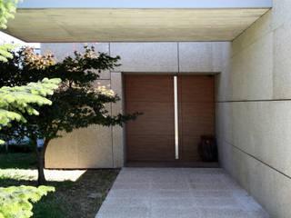 Viana House : Casas  por Valdemar Coutinho Arquitectos,Moderno