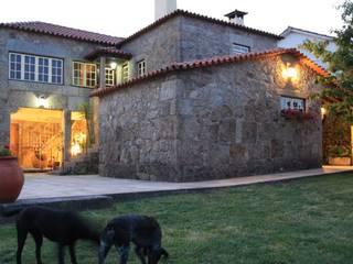 Rustykalne domy od Valdemar Coutinho Arquitectos Rustykalny