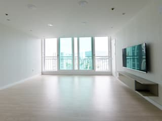 Salones de estilo moderno de 진플랜 Moderno