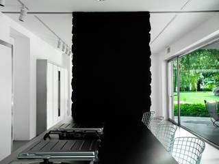 Cửa sổ & cửa ra vào phong cách chiết trung bởi Dima snc di Maiocchi Dario e c. Chiết trung
