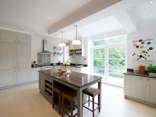 Shaker Kitchen: classic Kitchen by Nikki Rees Interior Design