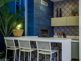 Eveline Sampaio Arquiteta e Designer de Interiores Modern balcony, veranda & terrace Marble Blue