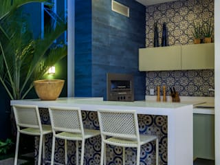 Balcones y terrazas de estilo moderno de Eveline Sampaio Arquiteta e Designer de Interiores Moderno Mármol