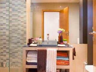 Modern bathroom by Pedro Brás - Fotógrafo de Interiores e Arquitectura | Hotelaria | Alojamento Local | Imobiliárias Modern