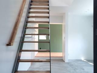 Corridor & hallway by ZOYA Design Office, Rustic