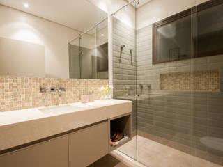 حمام تنفيذ Elisa Vasconcelos Arquitetura  Interiores