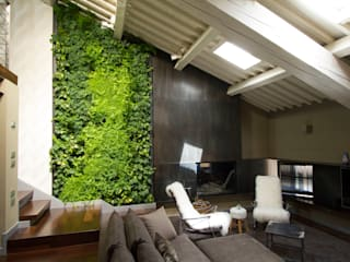 Giardino verticale Sundar Italia in moderno loft: Soggiorno in stile  di Sundar Italia
