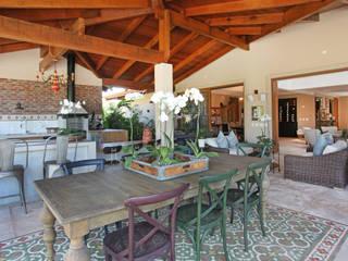 Casa charmosa em Monte Mor - SP: Terraços  por Célia Orlandi por Ato em Arte