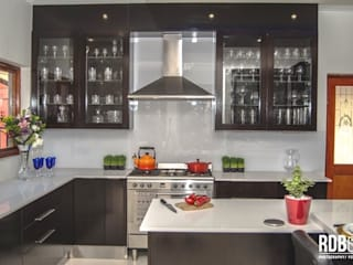 Dark Mahogany Kitchen :  Kitchen by Ergo Designer Kitchens and Cabinetry, Modern Wood Wood effect