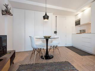 REMODELAÇÃO_APARTAMENTO AJUDA | Lisboa | PT: Salas de jantar  por OW ARQUITECTOS lda | simplicity works,Minimalista