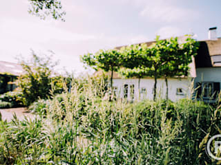 Garten im Landhausstil von De Rooy Hoveniers Landhaus