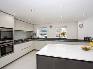 House Extension – Weybridge, Surrey Cube Lofts Modern kitchen
