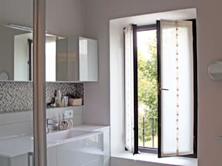 Modern style bathrooms by SuMisura Modern