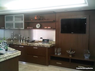 CelyGarciArquitectos CocinaEstanterías y gavetas Madera Marrón